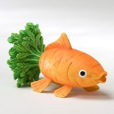 A talented artist turned a boring old carrot into a creative and cool fish!