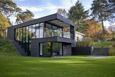 De Copierwoning in Zeist, een ontwerp van architectenbureau Jevanhet Architectuur heeft de Reynaers Projectprijs 2015 gewonnen. Architect Jeroen van Hettema maakte een riante villa van de bescheide…