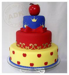 I hope you enjoy these amazing SNOW WHITE CAKE idea. Cupcakes, Cupcake Cakes, Bolo Fack, Snow White Cake, Snow White Birthday, White Cakes, Girl Cakes, Pretty Cakes, Fondant Cakes