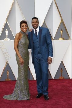 Robin Roberts and Michael Strahan arrive on the Oscars red carpet for the 88th Academy Awards.