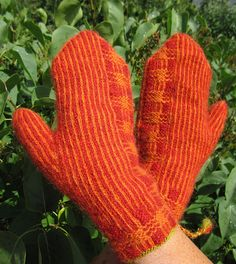 Ravelry: Ahi (Mittens, two-end knitted) pattern by marias garn