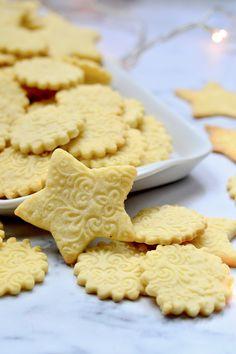 Vaníliás keksz recept - Kifőztük, online gasztromagazin Bakery Recipes, Cookie Recipes, Dessert Recipes, Croation Recipes, Vanilla Biscuits, Milk Cake, Healthy Food Options, Hungarian Recipes, Xmas Cookies
