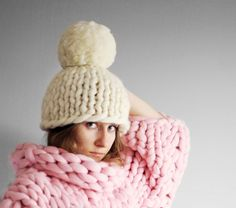 Super chunky hat with pom pon merino wool. Make your winter cozy and absolutely warm. Winter Outfits, Pom Pon, Big Knits, Chunky Blanket, Thick Yarn, Chunky Wool, Pet Beds, Knit Fashion, Knitted Blankets