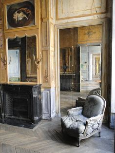 parisian apartment for rent. host parties, gallery openings, or events here