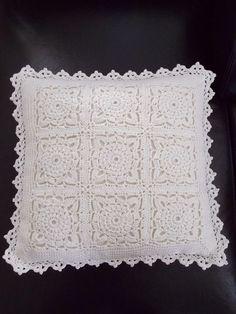 Kussen in 1 kleur (met link naar gratis patronen) / one colour cushion (with link to free patterns) Crochet Ball, Crochet Cross, Love Crochet, Crochet Granny, Learn To Crochet, Crochet Motif, Crochet Doilies, Knit Crochet, Crochet Patterns