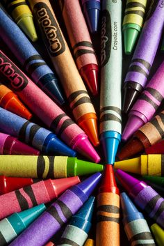 Crayola crayons in a rainbow of colours! Coloring Books, Coloring Pages, Crayon Art, Crayon Canvas, Taste The Rainbow, World Of Color, In Kindergarten, Graphic, Colored Pencils