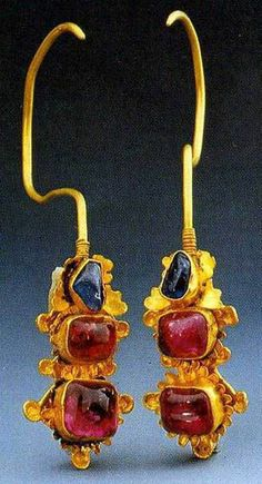 """""""it is a fashion since ancient times to pierce earlobe for pearl decorations."""" It shows wearing earrings was a fashion since the three ancient Chinese dynasties——Hsia, Shang and Chou. Earrings comprise earbob, ear-ornaments, and ear drops. Li Liweng, a scholar of early Qing Dynasty, called small and exquisite earrings """"clove"""", and heavy and gorgeous earrings Luosuo in his Idle Feelings Randomly Recorded. He said """"one hairpin and earrings would accompany women all her life."""" It shows how…"""