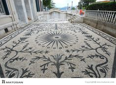Portfolio - Pebble Mosaic Pebble Floor, Pebble Mosaic, Stone Mosaic, Pebble Art, Mosaic Art, Mosaic Glass, Mosaic Tiles, Mosaic Floors, Stone Path