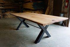 Table à manger bord direct en bois récupéré par mossdesignchicago