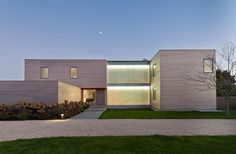 Modern House Design : Bridgehampton Residence by Gluckman Mayner Architects