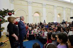 Con motivo del Año Nuevo y Navidad, el presidente de Armenia agasajó a numerosos niños en el palacio presidencial.