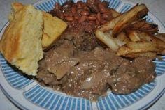 Mom's Special Beef Liver and Onions in Gravy http://cookingwithserena.com/?p=4633 mmmmmmm