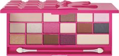 We all love chocolate, and we all love pink - now we have shown our love for both with the Makeup Revolution Chocolate Love Eyeshadow Palette. Cute Makeup, Beauty Makeup, Chocolate Palette, Makeup Revolution London, Makeup Guide, Colorful Eyeshadow, Cosmetic Case, Best Makeup Products, Beauty Products