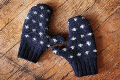 Warm Sweater Mittens http://www.handimania.com/sew/warm-sweater-mittens.html