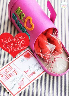 Valentine Goodie Mailbox with Free Postcard Printable - What an adorable gift idea for teachers!
