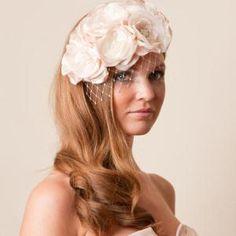 Casamento na Primavera - renda com flores para cabelo de noiva #casarcomgosto