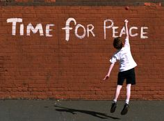 Eve of IRA ceasefire 1994 (image by Crispin  Rodwell) #iconicphotos #peace #iconicphotos