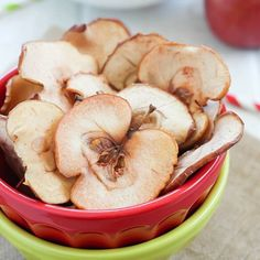 These Homemade Apple Chips are the perfect healthy snack for any time of the day! Apple chips are easy to make and you only need a few ingredients to make them. No dehydrator needed! Easy Delicious Recipes, Yummy Snacks, Easy Healthy Recipes, Healthy Snacks, Snack Recipes, Easy Meals, Cooking Recipes, Easy Baked Meatballs, Cranberry Fluff