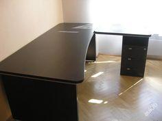 Kancelářský stůl - velký rohový
