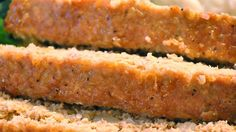 quinoa and turkey meatloaf - I definitely want to try this recipe. Can you tell I bought a bag of quinoa from Costco? So many quinoa recipes :) Yummy Food, Tasty, Good Food, Turkey Meatloaf, Turkey Loaf, Cooking Recipes, Healthy Recipes, Uk Recipes, Freezer Cooking