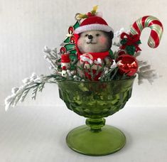 Vintage Christmas Crafts, Retro Christmas Decorations, Christmas Centerpieces, Vintage Holiday, Christmas Projects, Christmas Art, Holiday Crafts, Vintage Ornaments, Christmas Ideas
