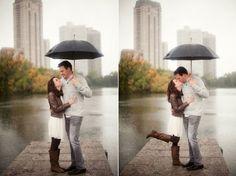 Rain Chicago engagement photos (www.ashleybiess.com)