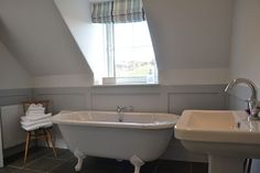 Luxury holiday cottage Dumfries and Galloway bathroom www.gallowaycoastcottages.com