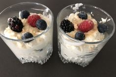 Red fruit mascarpone mousse is an easy dessert and a safe way to make your guests happy after a delicious meal. Surprise Recipe, My Recipes, Favorite Recipes, Cheesecake Trifle, Trifle Dish, Pumpkin Pie Smoothie, Recipe Filing, Red Fruit, Homemade Vanilla