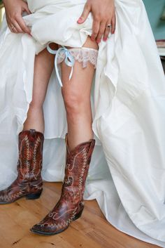 in true Texas fashion, the Bride wore boots  Photography by peacock-photography.com