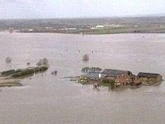 Bij les 3.10: kort filmpje over dijken: In 1995 stonden de dijken in de Betuwe op doorbreken. Gelukkig is het goed afgelopen. Maar om dijkdoorbraken in de toekomst te voorkomen heeft men verschillende maatregelen getroffen...
