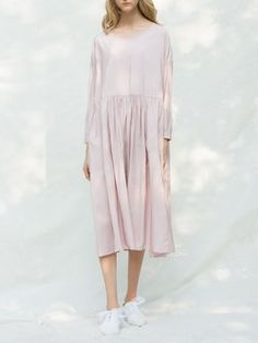 Pink Pleated Solid Long Sleeve Crew Neck Midi Dress