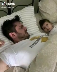 Cute Funny Baby Videos, Cute Couple Videos, Cute Funny Babies, Funny Baby Memes, Funny Videos For Kids, Cute Funny Quotes, Really Funny Memes, Cute Baby Twins, Cute Little Baby