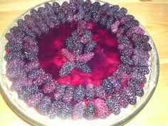 cheesecake ai gelsi neri, soffice dolce che sa di mediterraneo