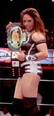 Amapola with the CMLL World Women's Wrestling Championship belt