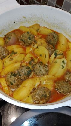 Potato stew with minced meatballs – Meat Foods Healthy Breakfast Potatoes, Morrocan Food, Algerian Recipes, Egyptian Food, Stewed Potatoes, Snap Food, Exotic Food, Rigatoni, Food Goals
