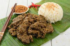 Heb je even tijd?  Daging rendang is een klassiek Indonesisch stoofvleesgerecht. Het gerecht wordt in kokosnootcrème urenlang gestoofd, waardoor het vlees met het uur een intensere en vollere smaak krijgt. Een gerecht dat het wachten waard is.
