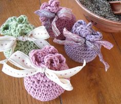 This is a simple crochet sachet which can be made very quickly and is a great stash buster. You need a small quantity of dk yarn, a crochet hook, some lining material, pot pourri and a small length of ribbon. Love Crochet, Easy Crochet, Crochet Sachet, Knitting Patterns, Crochet Patterns, Bag Pattern Free, Crochet Gratis, Crochet Purses, Crochet For Beginners