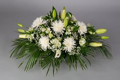 Modern Floral Arrangements, Funeral Flower Arrangements, Funeral Flowers, Funeral Sprays, Baby Shower Balloons, Different Flowers, Arte Floral, Bridal Flowers, Ikebana