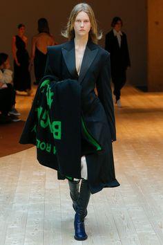 Céline Fall 2017 Ready-to-Wear Fashion Show - Julie Hoomans