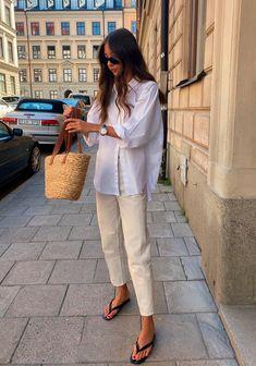 Camisa blanca y pantalón beige - @fakerstrom