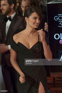 Penelope Cruz attend Goya Cinema Awards 2017 at Madrid Marriott Auditorium on February 2017 in Madrid, Spain. Penelope Cruze, At Madrid, Star Wars, Elegant Updo, Night Out Outfit, Gala Dresses, Atelier Versace, Oscar, Couture