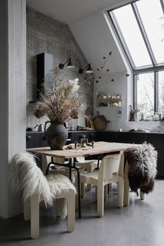 The Small and Stylish Home of Interior Stylist Linnéa Salmén - The Nordroom Scandinavian Loft, Scandinavian Apartment, Scandinavian Interiors, Interior Stylist, Home Interior Design, Interior Decorating, Studio Interior, Design Furniture, Plywood Furniture
