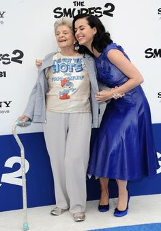 """Katy take her  gran to the """"The Smurfs 2"""" Premiere and makes her wear the cutest shirt!! She's such a good-hearted person!! <3"""