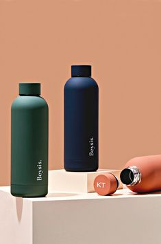 Featuring a luxe, matte finish and a sturdy, double-walled stainless steel design, this vacuum-insulated bottle keeps li Plastic Drink Bottles, Cute Water Bottles, Stylish Water Bottles, Gym Water Bottle, Personalized Water Bottles, Personalized Gifts, Custom Gifts, Water Bottle Design, Perfume Atomizer