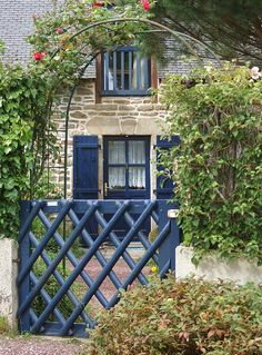 La porte bleue | Flickr - Photo Sharing!