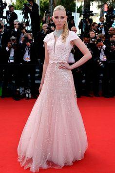 Tanya Dziahileva, modelo, usando um vestido Georges Hobeika