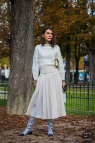 Paris SS 2018 Street Style: Diletta Bonaiuti - look off white com saia midi e bota glitterinada Fashion Weeks, Fashion Outfits, Street Style 2017, Street Chic, Estilo Blogger, Outfit Invierno, Street Looks, Tulle, Smart Outfit