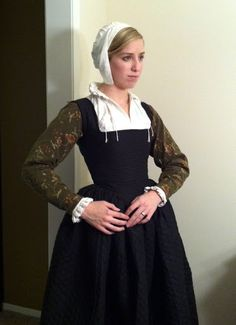 Dress Diaries - Elizabethan.  Nicely fitted plain kirtle, worn with the right accessories.