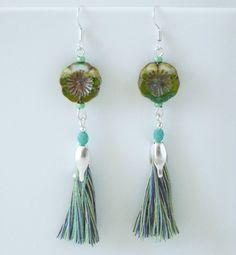 Tassel fringe Earrings bleuluciole jewelry Etsy shop https://www.etsy.com/fr/listing/385958390/boucles-doreilles-fleurs-pompons-franges
