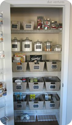 I could so do this and would love it, if only everyone else in my family didn't have to destroy it daily...Organized Kitchen Pantry